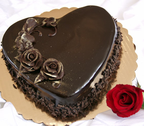 1 Kg heart chocolate cake with 1 red rose