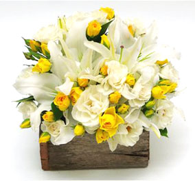 24 Yellow and white flowers basket