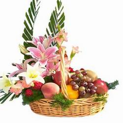 Lilium Flowers and 1 kg Fruits in same Basket