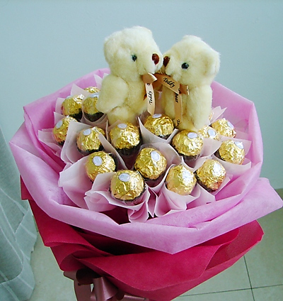 16 Ferrero 2 Teddies in Bouquet